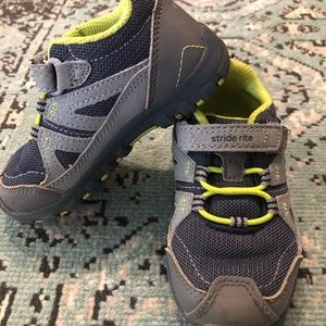 Stride Rite made 2 play sneakers